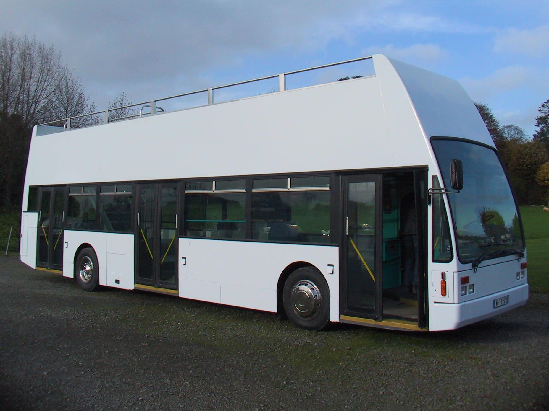 Vans Chardron Véhicule evenementiel Bus avec terrasse