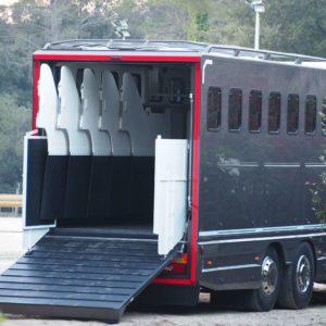 Camion de transport pour chevaux