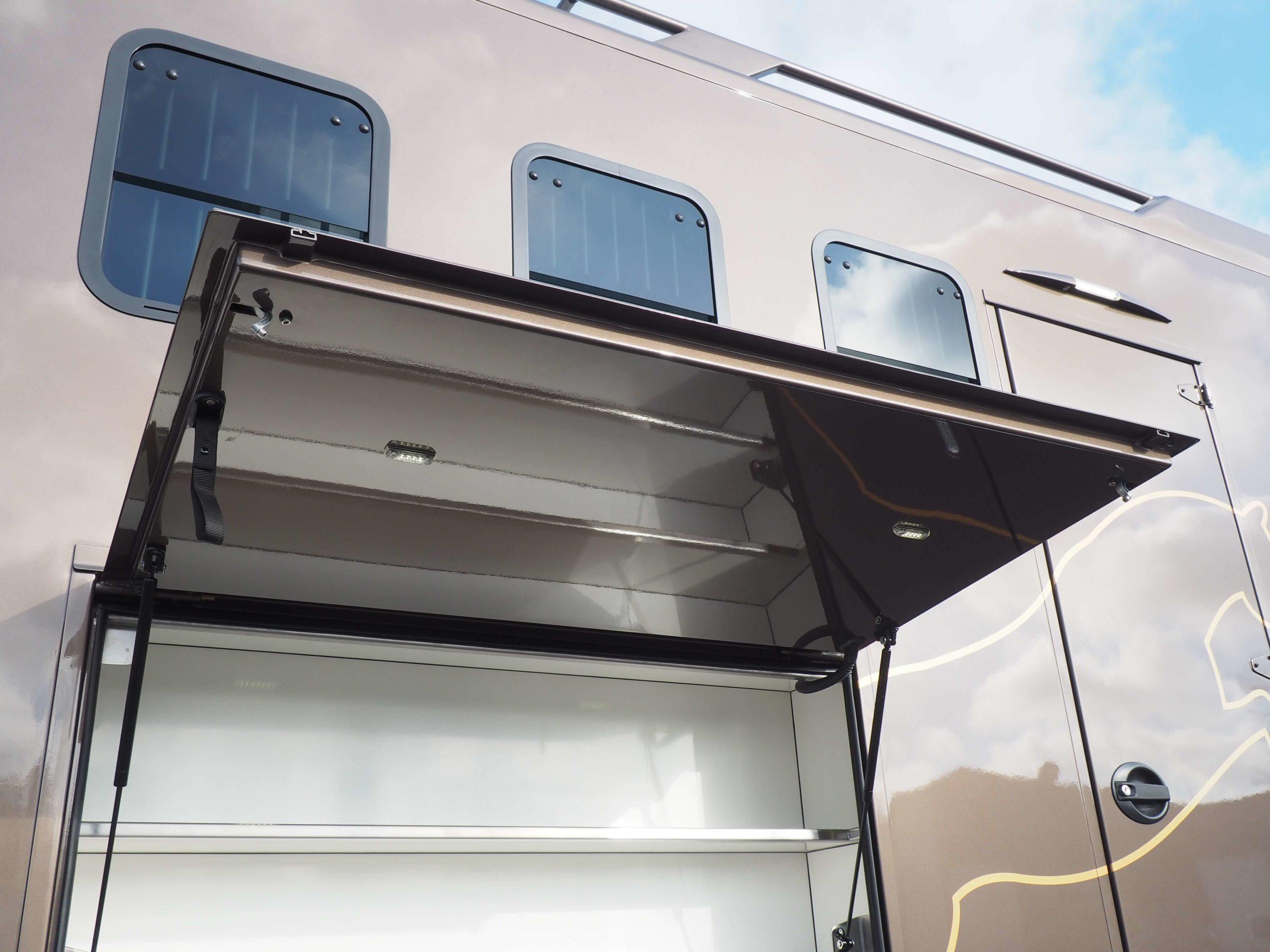 PL Scania et carrosserie Chardron avec coffres