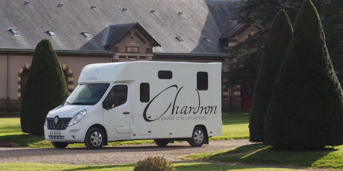 Camion chardron deux chevaux stalle neuf