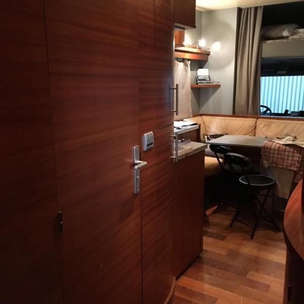 camion-de-chevaux-chardron-avec-appartement